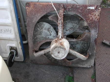 古い換気扇です