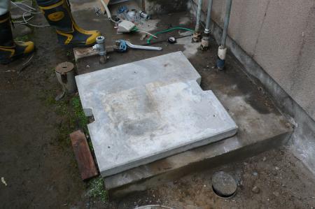 コンクリートベースを設置します