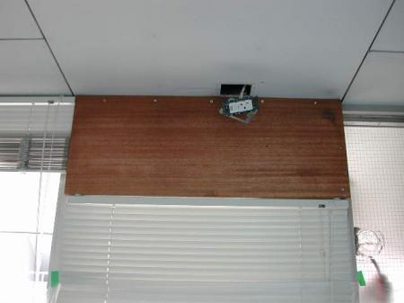 室内機の取付け板です