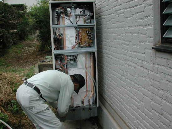 給水・温水の配管をします。