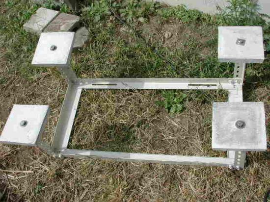 架台にコンクリートベースを取付けます