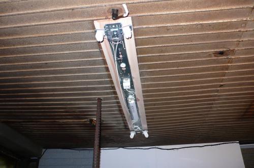 パナソニックの省エネの照明器具を取付けます。