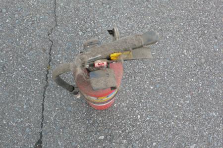 かなり古い消火器です