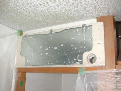室内機の取付け板を固定しました