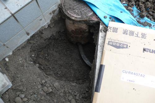 穴を掘ります