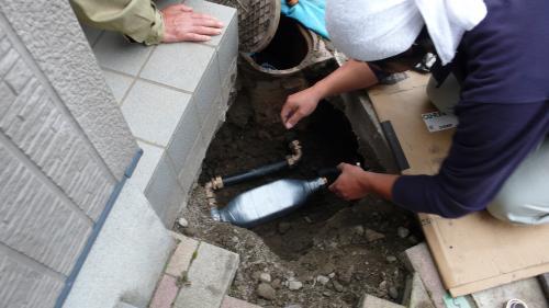給水管に接続します