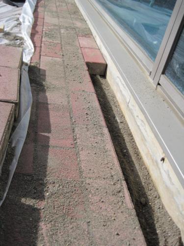 配管を埋設したらもとに復旧します  平らに戻すのが難しいです
