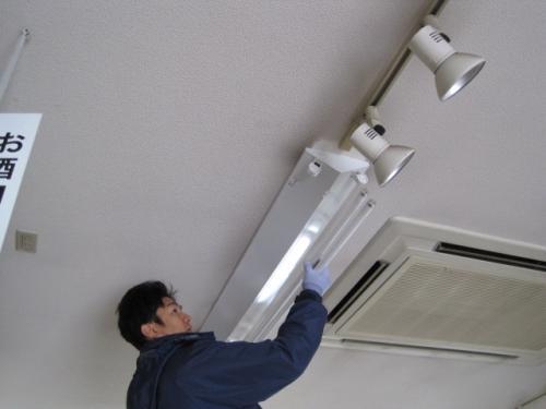カバーを取り付けて  蛍光ランプを取付ければ完成です