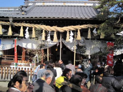 神社も参拝客で大にぎわいです