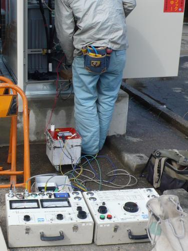 高圧機器の耐圧試験、漏電検査をします