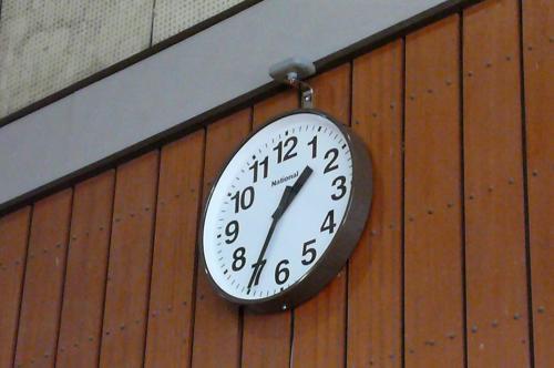 時計の上にあるのが  電波時計の受電波部です