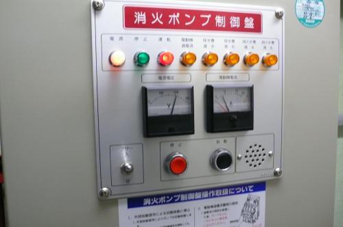 消火栓ポンプの電圧・電流を点検します