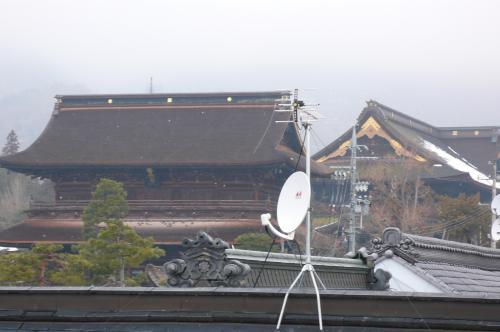地上デジタル放送のUHFアンテナと  BS・CSのアンテナ工事です
