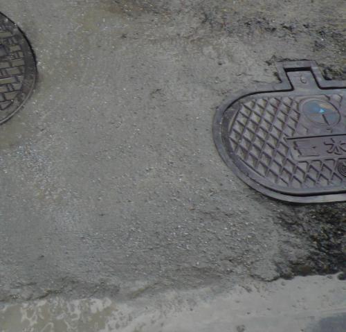 コンクリートで埋め戻して取り付け完了です