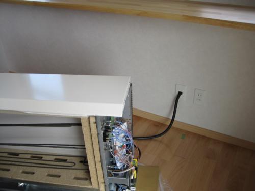 深夜電力の専用200V配線を接続します
