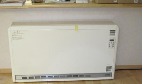 蓄熱暖房器の 設置工事が完了しました