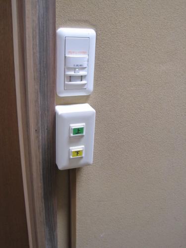 階段の上にも操作スイッチがあります