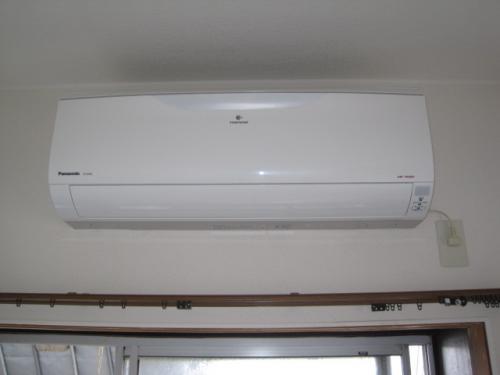 パナソニックのエアコンの室内機の取り付けは完了しました