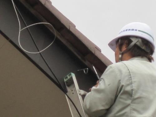 テレビアンテナを固定する為の、支線くぎを取付けます