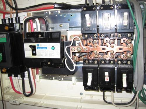 電灯盤のブレーカーを200Vに切り替えます