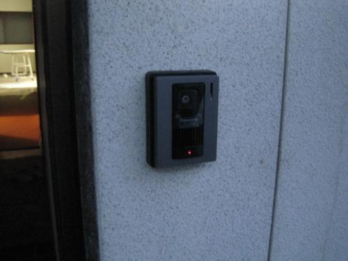 テレビドアホンの玄関カメラを取付けました