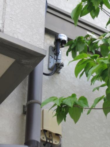長野INCケーブルテレビの保安器はNTTの電話の保安器と  同じ位の高さに取付けます。地上より高さは2.5m位です 。