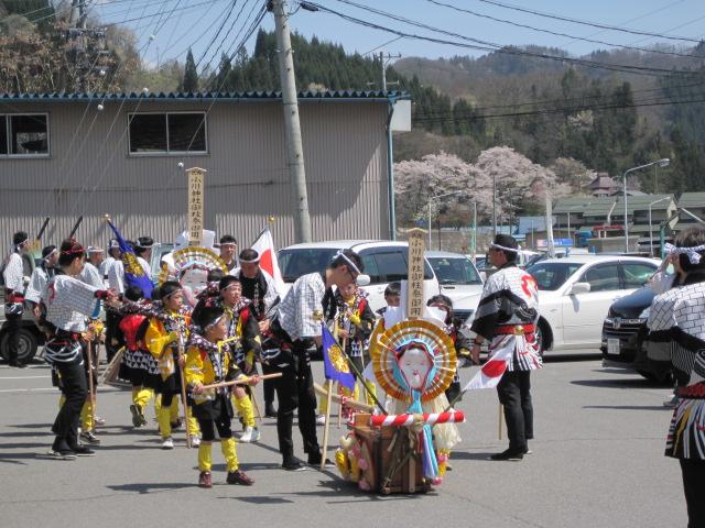 今、小川村は御柱祭です