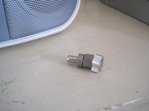 テレビ線に接栓を取付けます