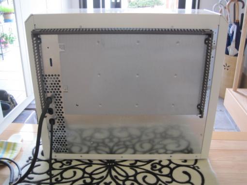 蓄熱暖房器の裏側です