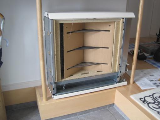 蓄熱暖房器の内部です  これから蓄熱用のレンガを積みます