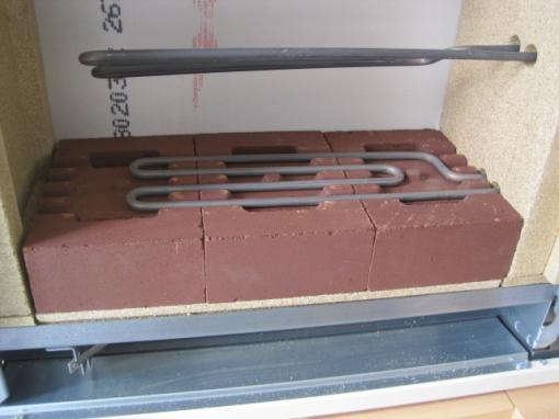 蓄熱暖房器レンガを積みます