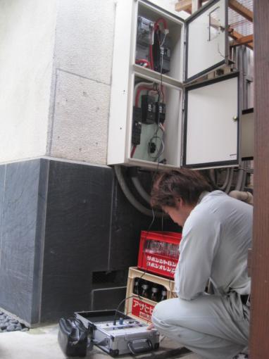 漏電は活栓メガを使用しますから  停電をしなくても漏電が測れます