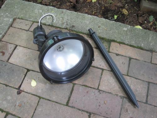 パナソニック電工㈱のライトアップ照明器具を使用します
