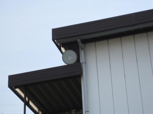 ハシゴ等を使用しないで安全作業で高所作業で  投光器を設置します