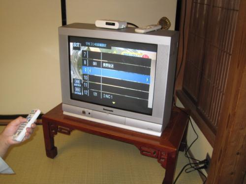 テレビの上に置きます