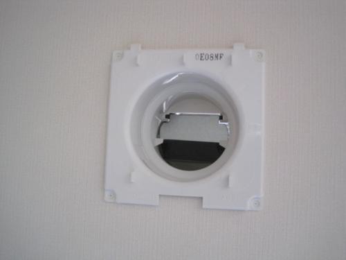 壁に給気ユニットを取り付けて24時間換気の完成です