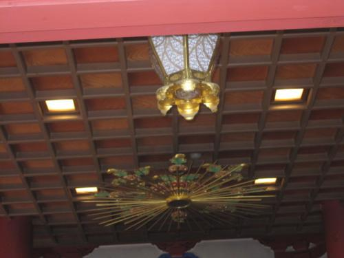 お寺の天井等は1日中点灯しますので  LEDランプは省エネで経済的です