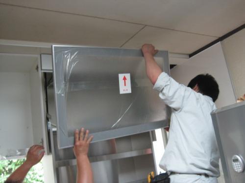 東芝の電動水切り棚を取付けます