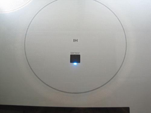 パナソニックの最新型のIHクッキングヒーター光センサーです