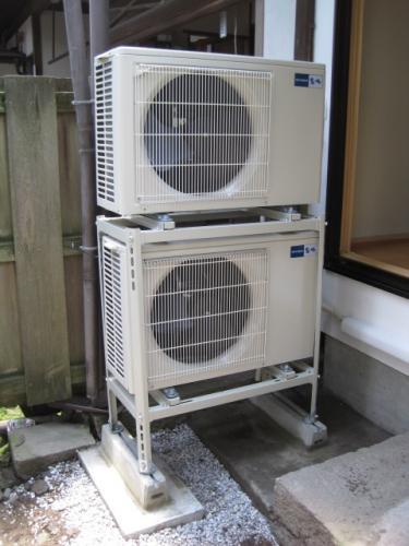 エアコンの室外機の設置工事完了です