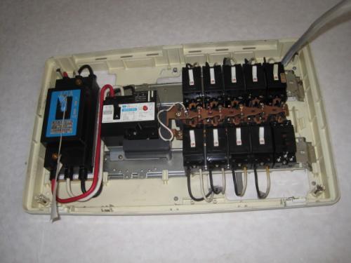 分電盤にIHクッキングヒーターの専用回路を増設します