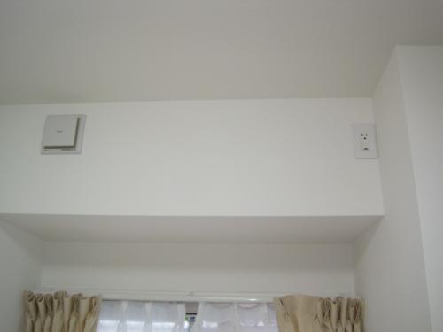 マンションのエアコンは取付け配管穴の位置が 決まっています