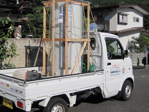 電気温水器を軽トラックに乗せて出発です