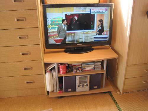 新しい地デジのテレビを取付けて完成です