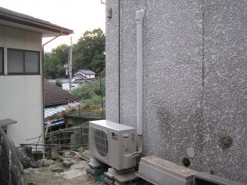 三菱ズバ暖エアコンの屋外機を取付ました