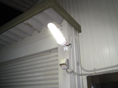 蛍光灯防犯灯よりも明るくなった感じがします
