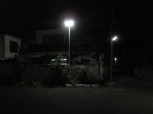 防犯灯を取付けて暗くなった様子です