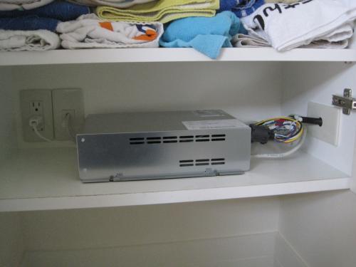 テレビチューナーは収納庫に取付けます