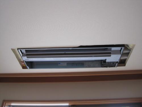 ダイキンの天井埋込みエアコンを取付ました