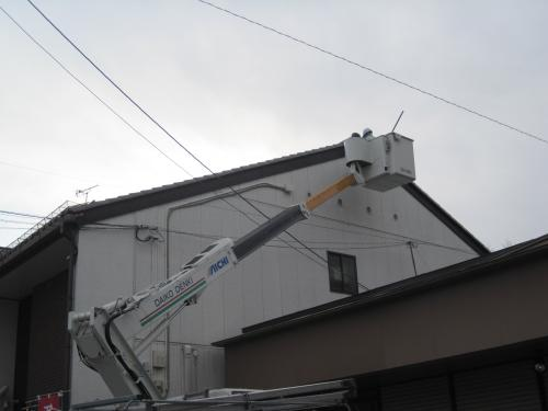 テレビアンテナの取付工事は、高所作業車で安全作業をします